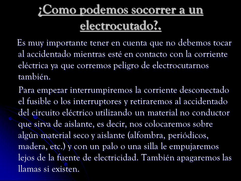 ¿Como podemos socorrer a un electrocutado .