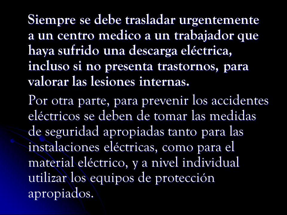 Siempre se debe trasladar urgentemente a un centro medico a un trabajador que haya sufrido una descarga eléctrica, incluso si no presenta trastornos, para valorar las lesiones internas.