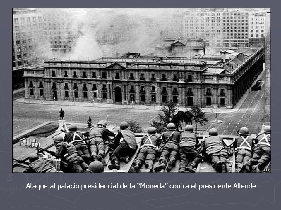 Ataque al palacio presidencial de la Moneda contra el presidente Allende.