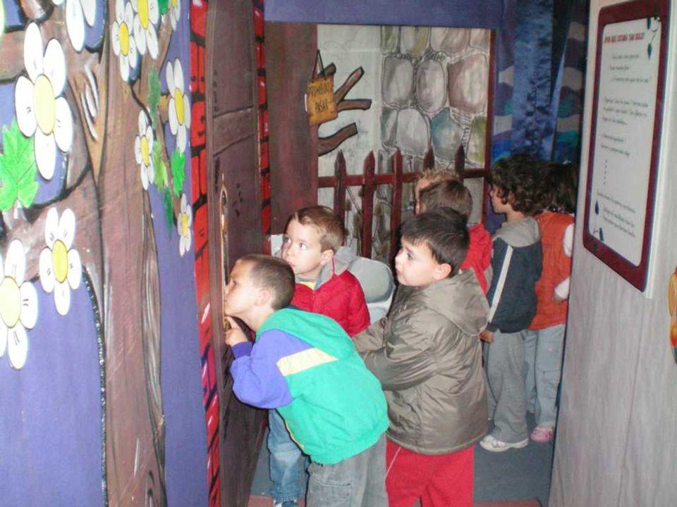 Varios colegios de Burgos y provincia han visitado el túnel de los cuentos.
