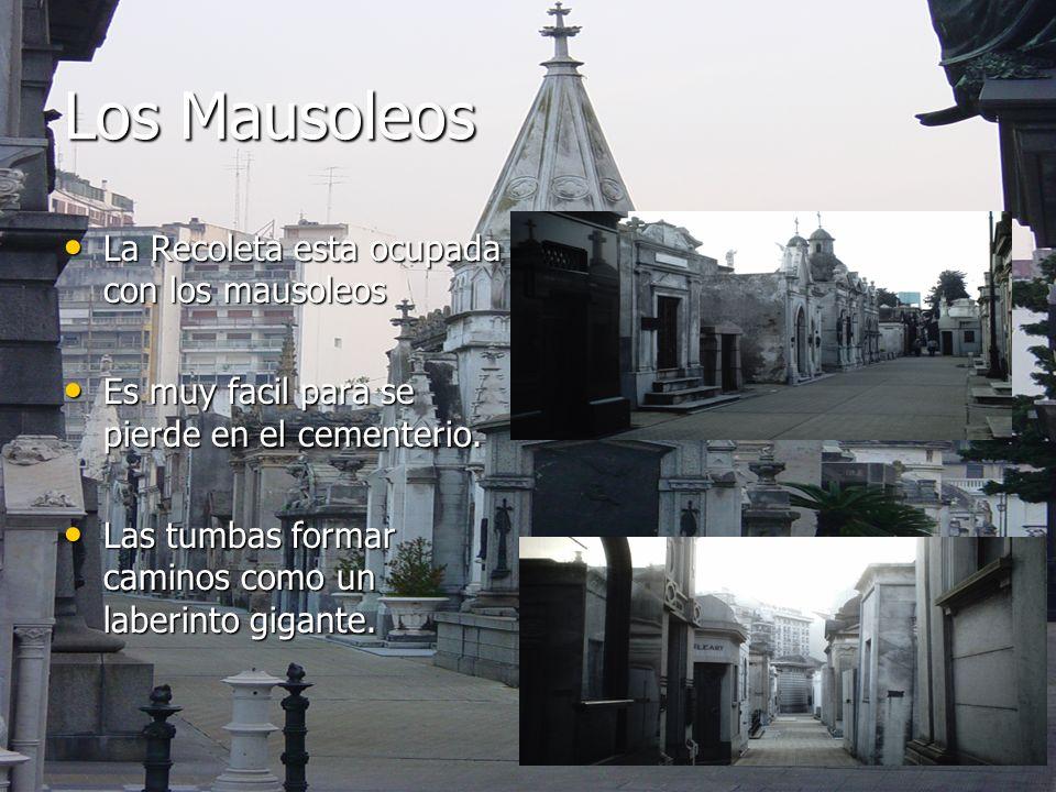 Los Mausoleos La Recoleta esta ocupada con los mausoleos