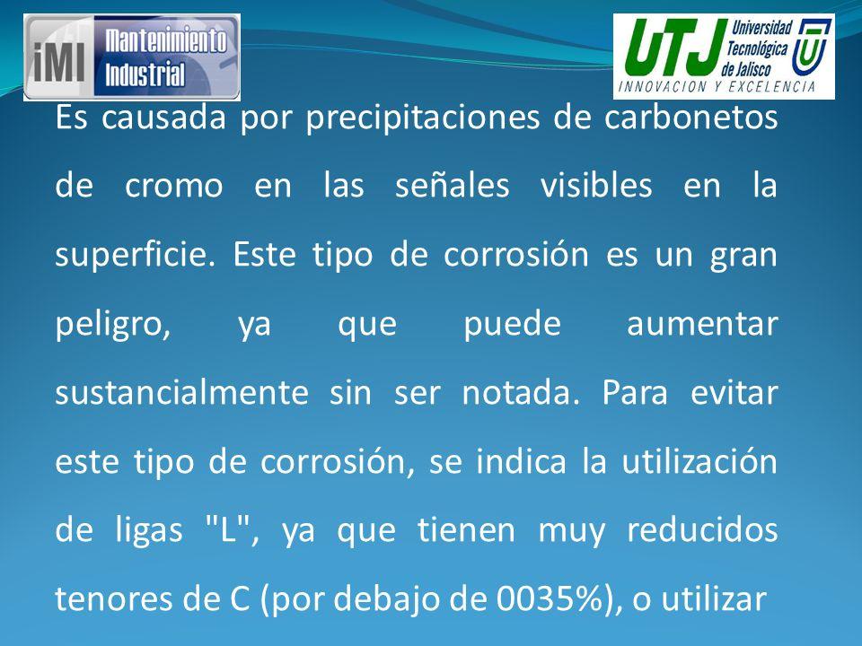 Es causada por precipitaciones de carbonetos de cromo en las señales visibles en la superficie.