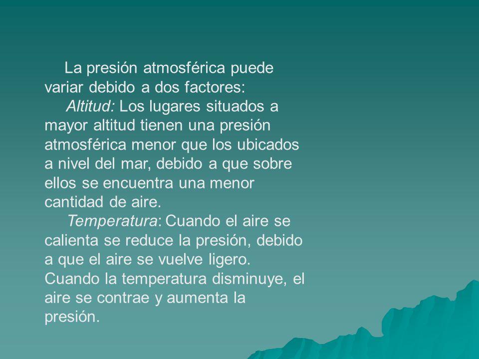 La presión atmosférica puede variar debido a dos factores: