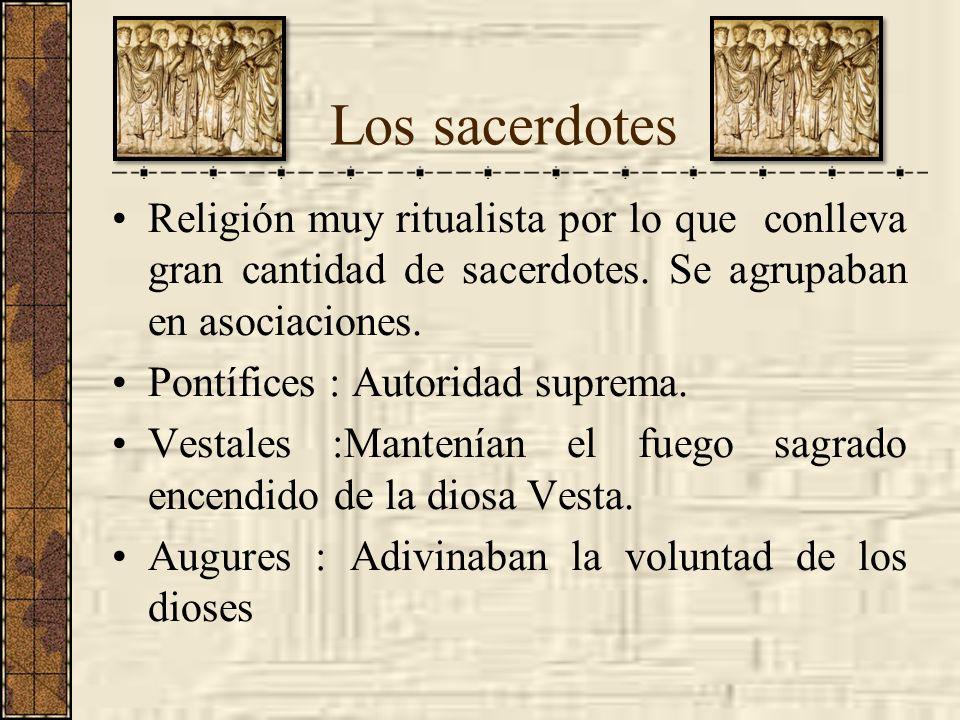 Los sacerdotes Religión muy ritualista por lo que conlleva gran cantidad de sacerdotes. Se agrupaban en asociaciones.