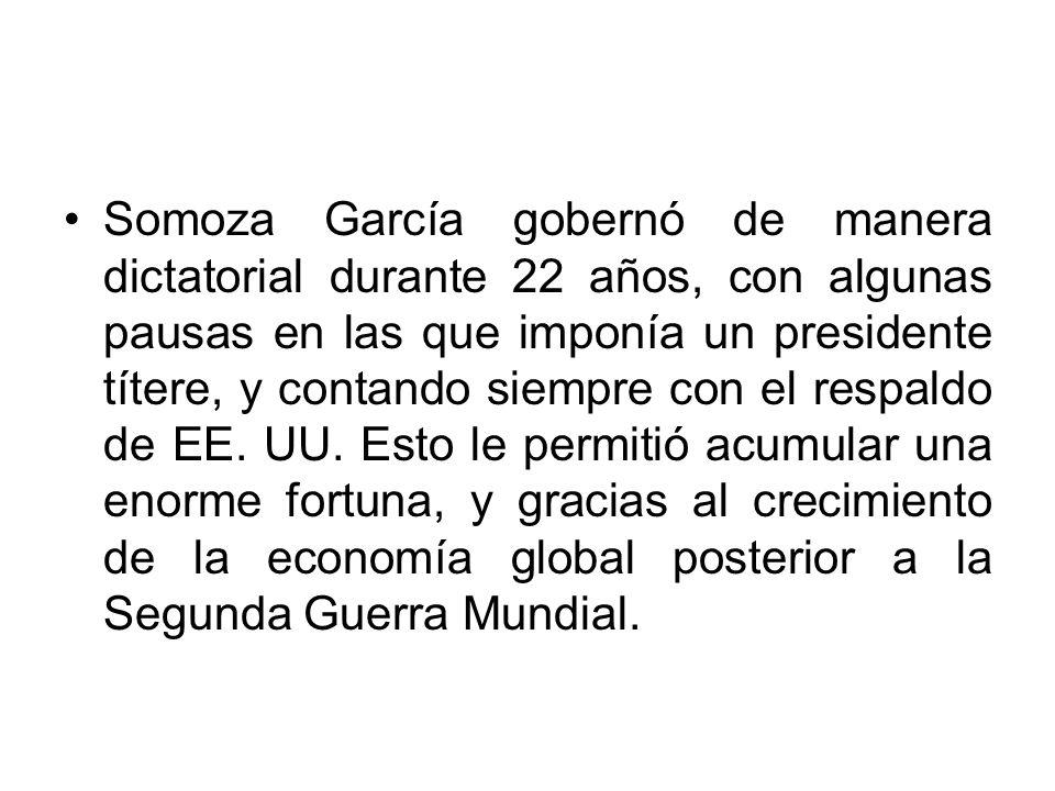 Somoza García gobernó de manera dictatorial durante 22 años, con algunas pausas en las que imponía un presidente títere, y contando siempre con el respaldo de EE. UU.