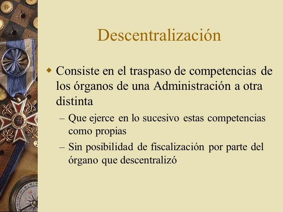 DescentralizaciónConsiste en el traspaso de competencias de los órganos de una Administración a otra distinta.