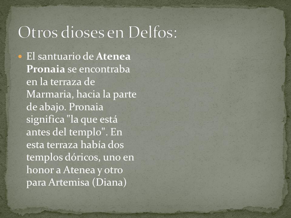 Otros dioses en Delfos: