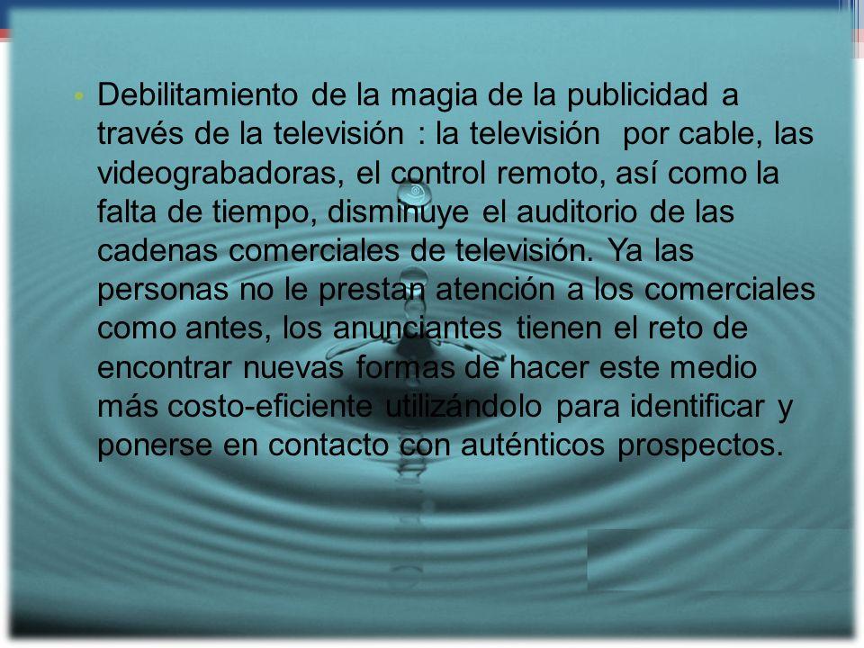 Debilitamiento de la magia de la publicidad a través de la televisión : la televisión por cable, las videograbadoras, el control remoto, así como la falta de tiempo, disminuye el auditorio de las cadenas comerciales de televisión.