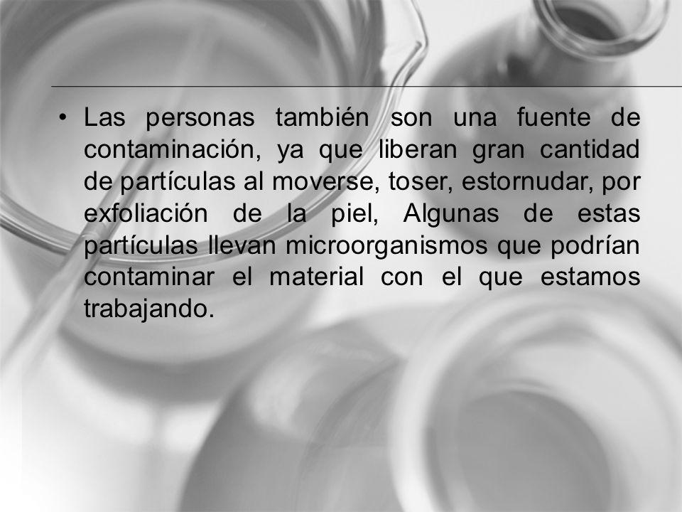 Las personas también son una fuente de contaminación, ya que liberan gran cantidad de partículas al moverse, toser, estornudar, por exfoliación de la piel, Algunas de estas partículas llevan microorganismos que podrían contaminar el material con el que estamos trabajando.