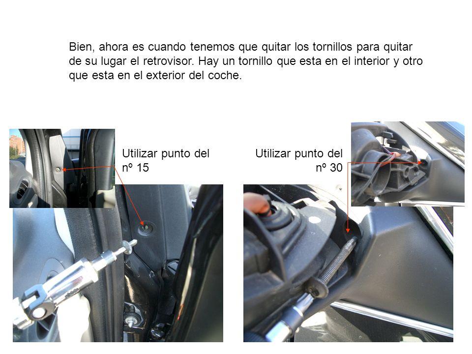 Bien, ahora es cuando tenemos que quitar los tornillos para quitar de su lugar el retrovisor. Hay un tornillo que esta en el interior y otro que esta en el exterior del coche.