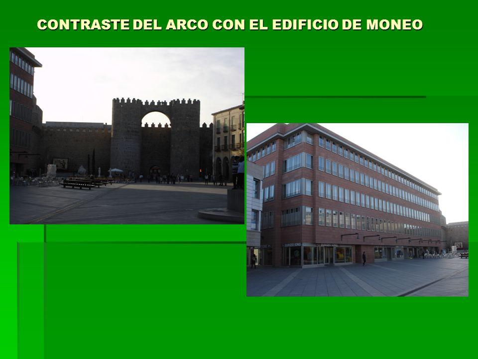 CONTRASTE DEL ARCO CON EL EDIFICIO DE MONEO