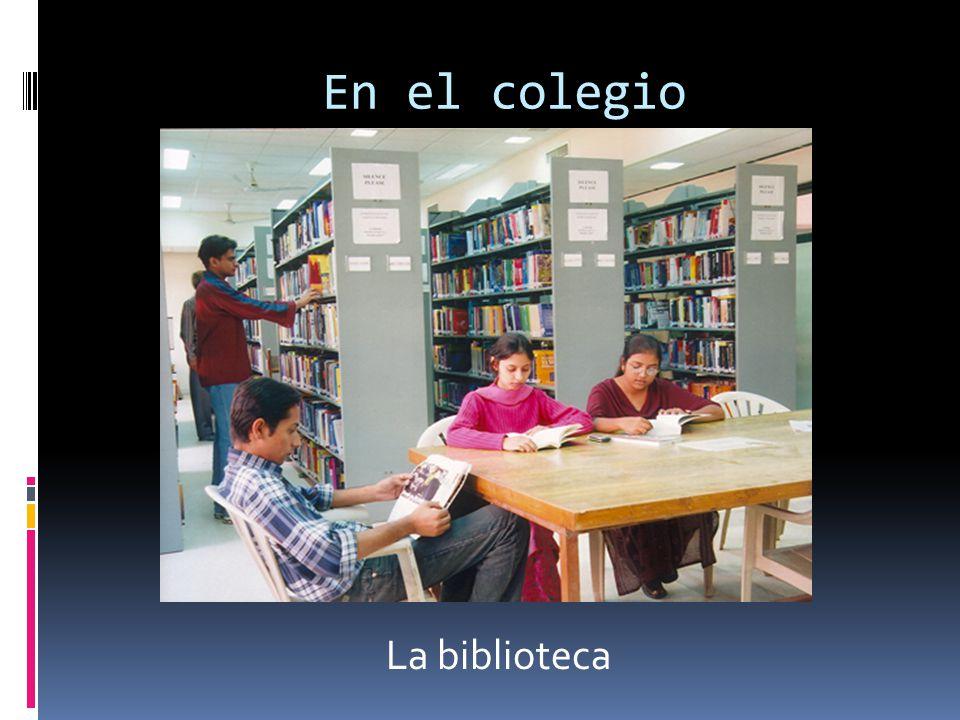 En el colegio La biblioteca