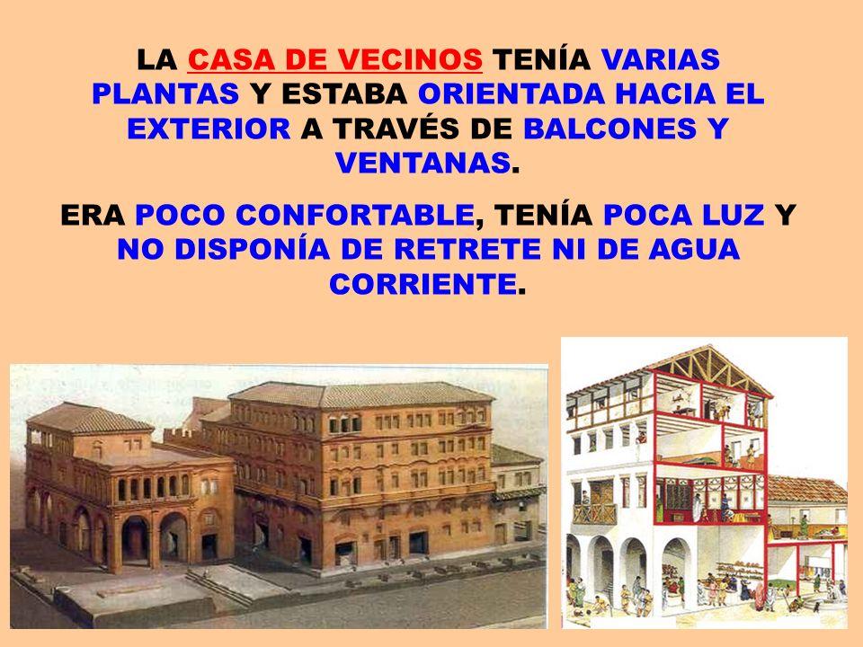 LA CASA DE VECINOS TENÍA VARIAS PLANTAS Y ESTABA ORIENTADA HACIA EL EXTERIOR A TRAVÉS DE BALCONES Y VENTANAS.