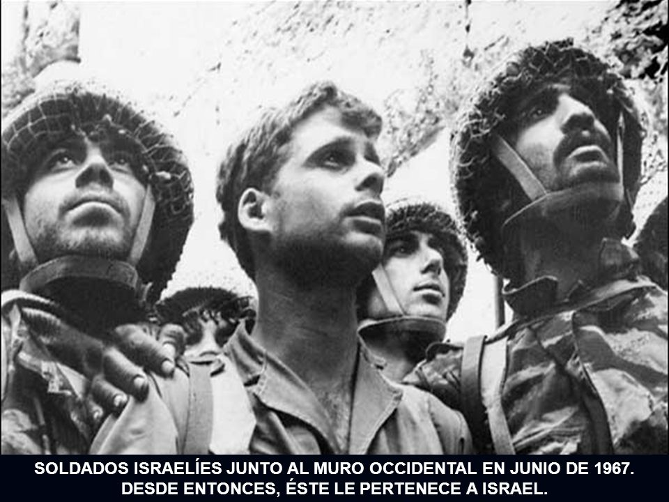 SOLDADOS ISRAELÍES JUNTO AL MURO OCCIDENTAL EN JUNIO DE 1967