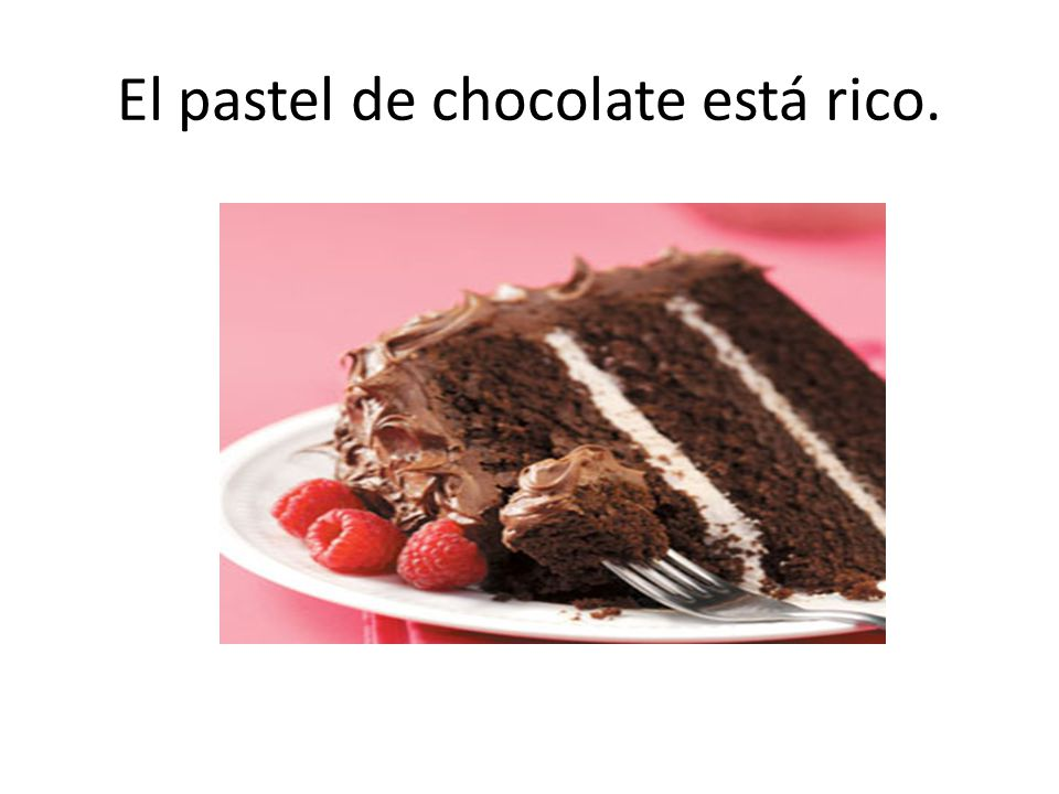 El pastel de chocolate está rico.