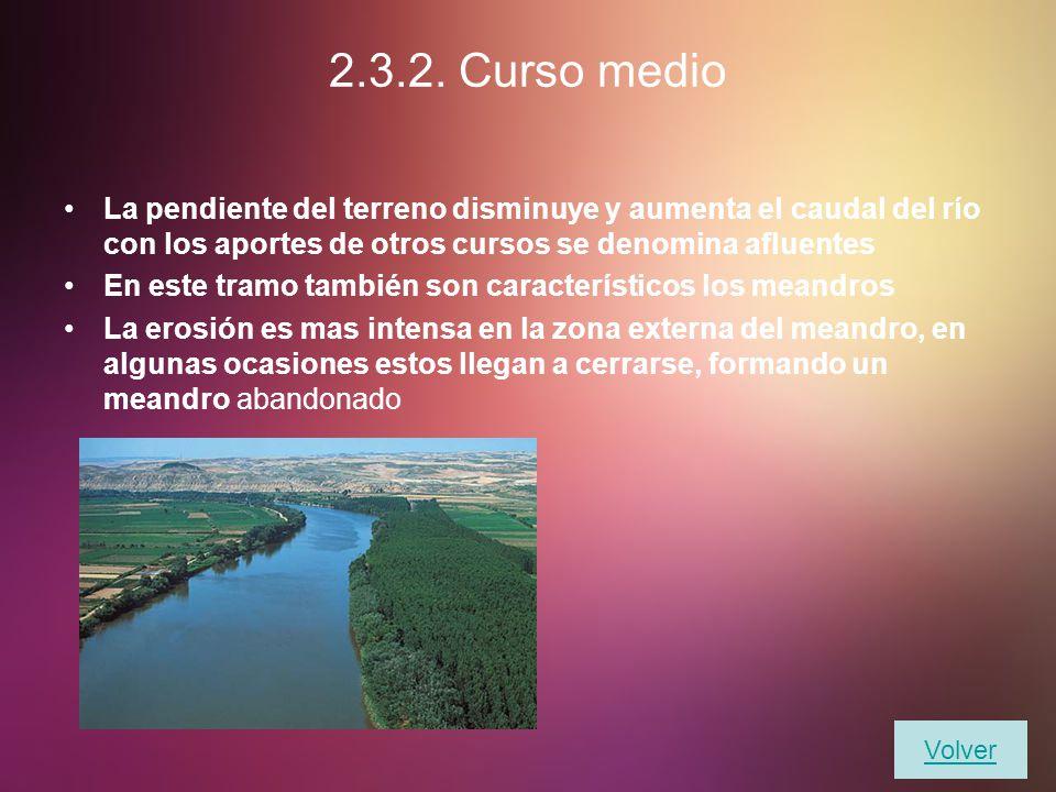 2.3.2. Curso medio La pendiente del terreno disminuye y aumenta el caudal del río con los aportes de otros cursos se denomina afluentes.