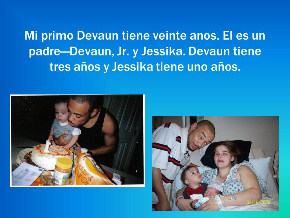 Mi primo Devaun tiene veinte anos. El es un padre—Devaun, Jr.