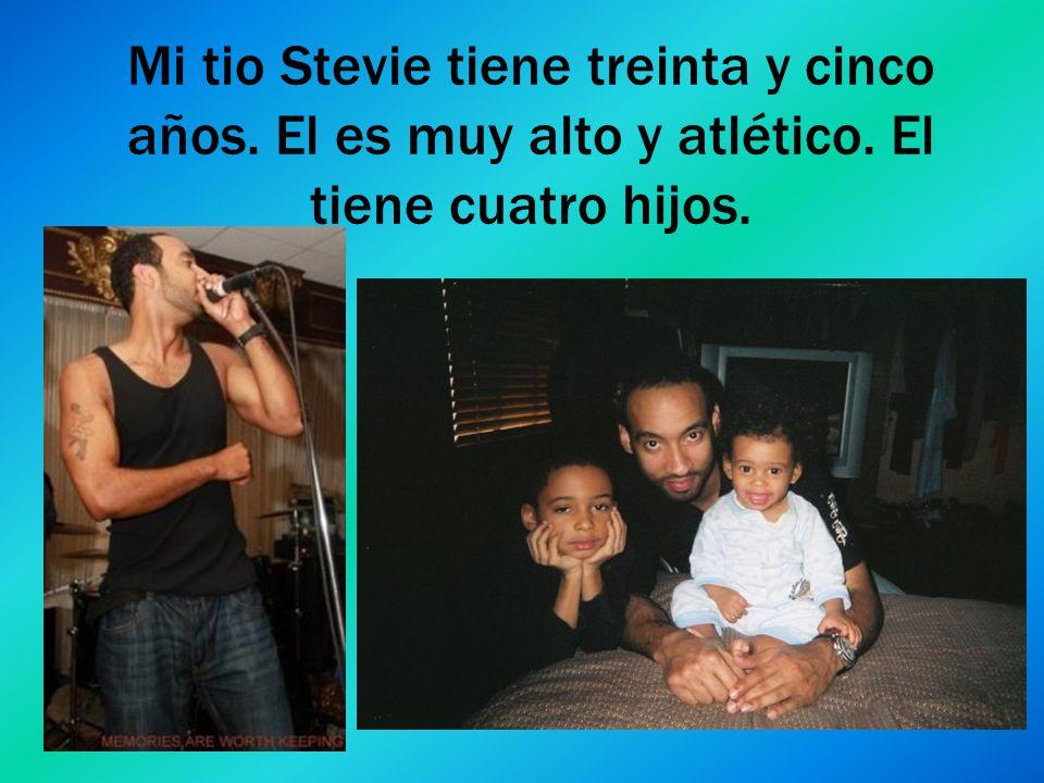 Mi tio Stevie tiene treinta y cinco años. El es muy alto y atlético