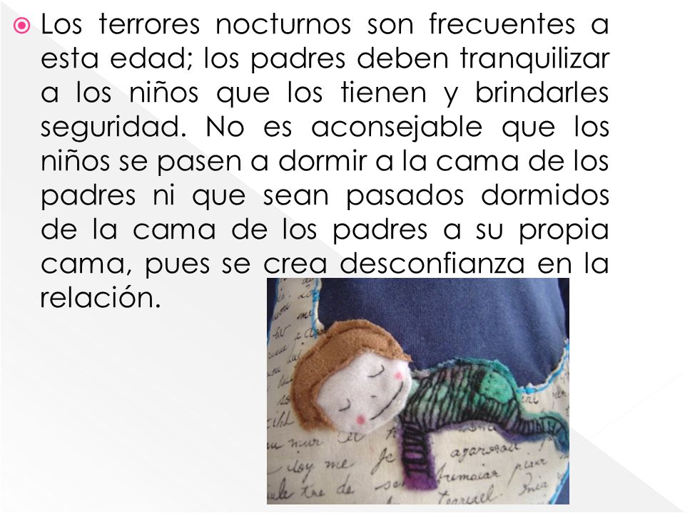 Los terrores nocturnos son frecuentes a esta edad; los padres deben tranquilizar a los niños que los tienen y brindarles seguridad.