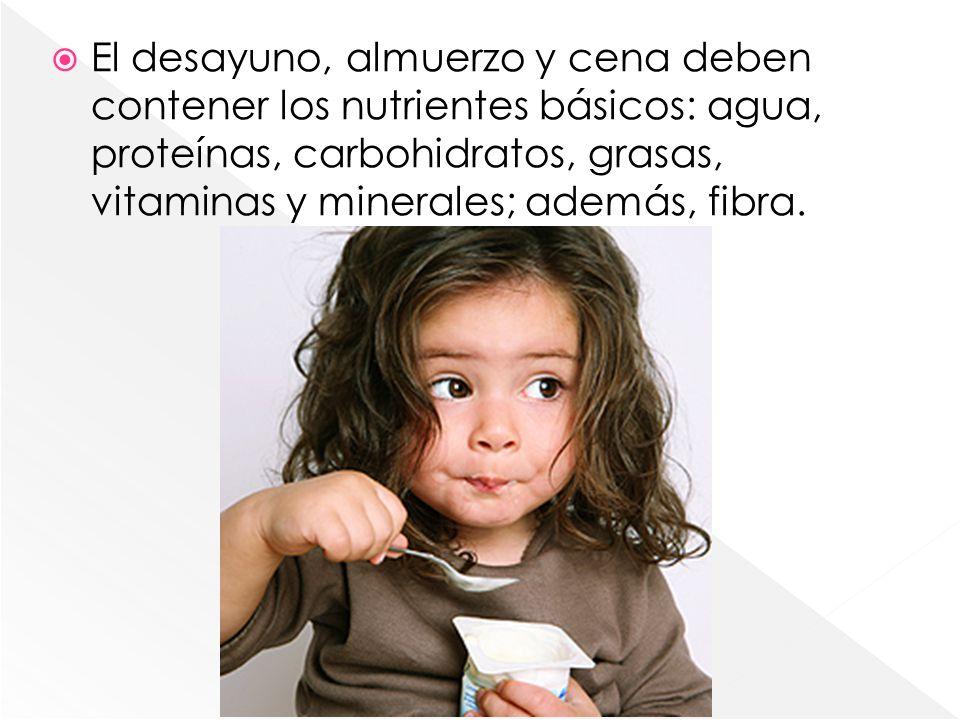 El desayuno, almuerzo y cena deben contener los nutrientes básicos: agua, proteínas, carbohidratos, grasas, vitaminas y minerales; además, fibra.