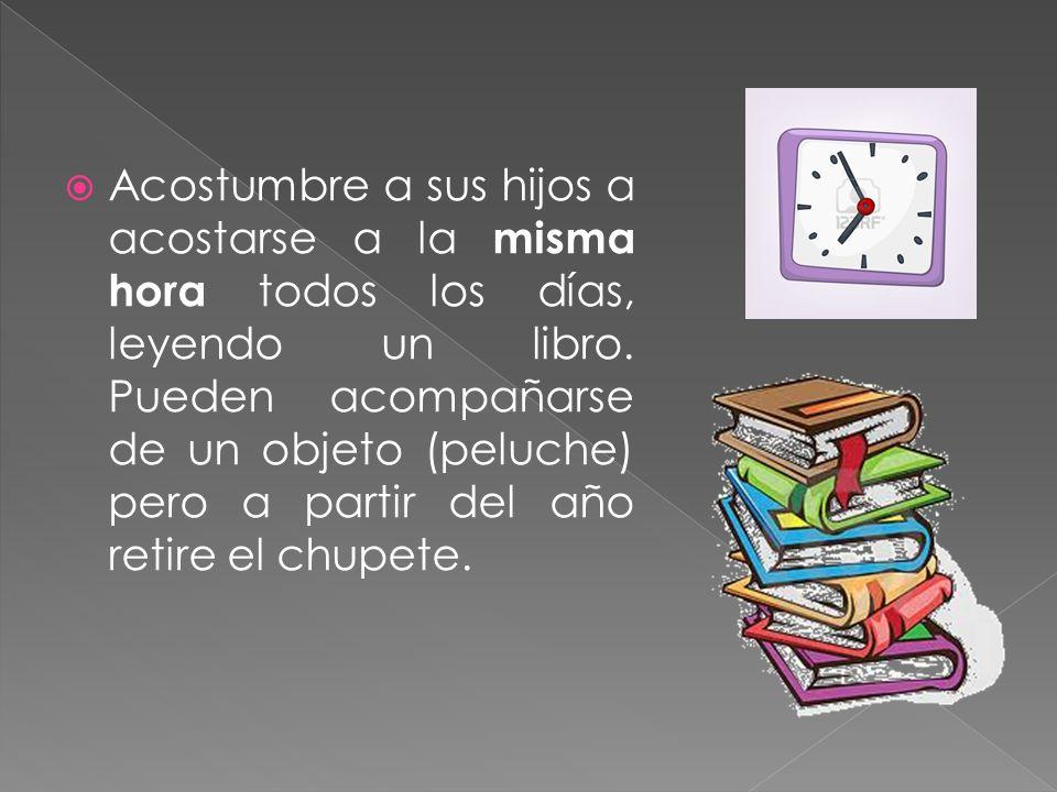 Acostumbre a sus hijos a acostarse a la misma hora todos los días, leyendo un libro.