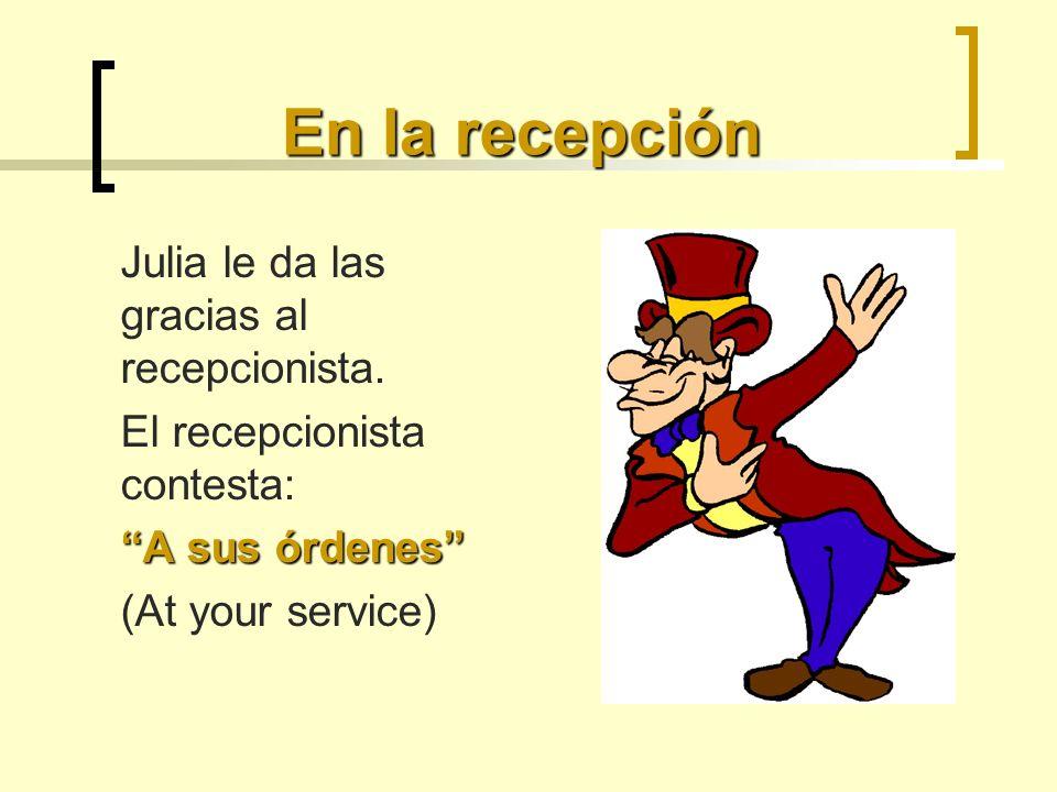En la recepción Julia le da las gracias al recepcionista.