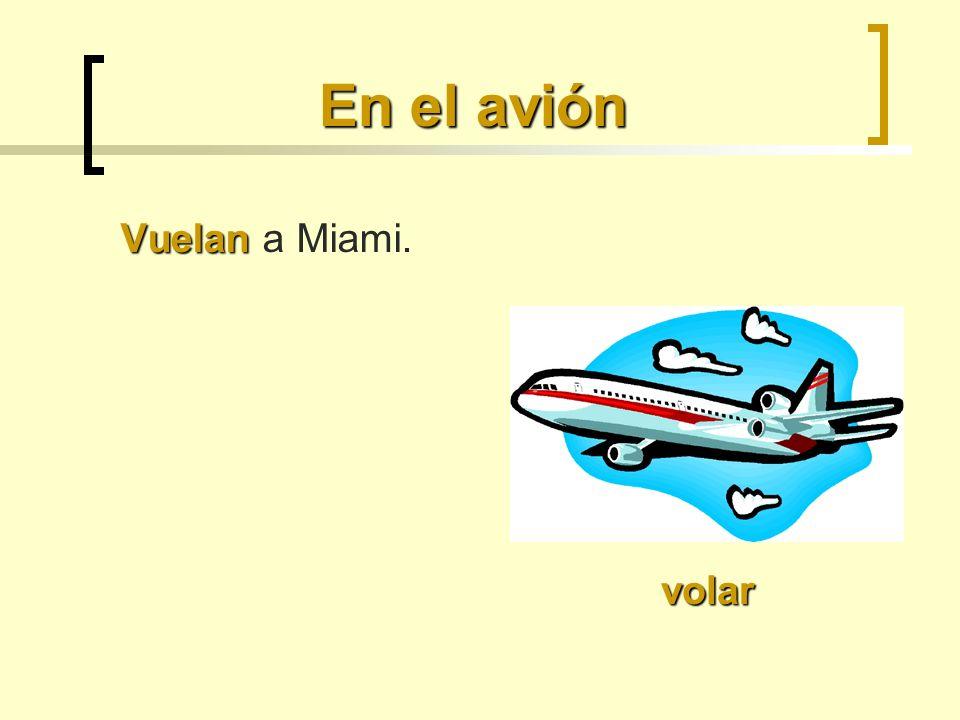En el avión Vuelan a Miami. volar