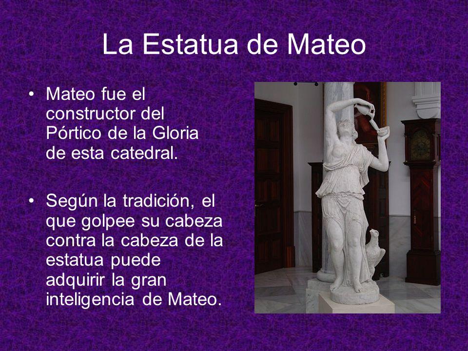 La Estatua de Mateo Mateo fue el constructor del Pórtico de la Gloria de esta catedral.