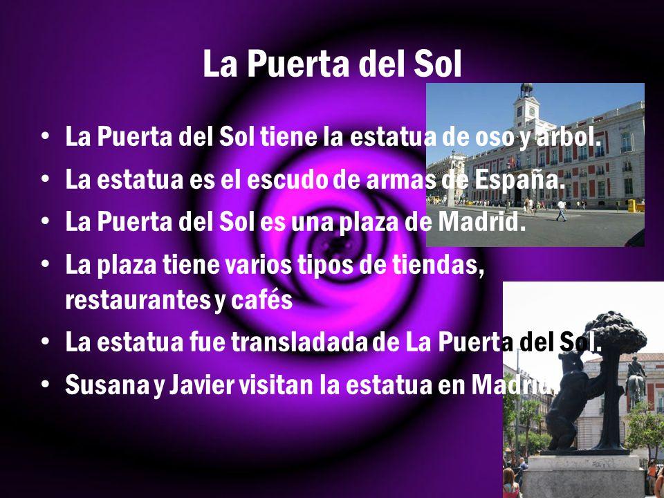 La Puerta del Sol La Puerta del Sol tiene la estatua de oso y árbol.