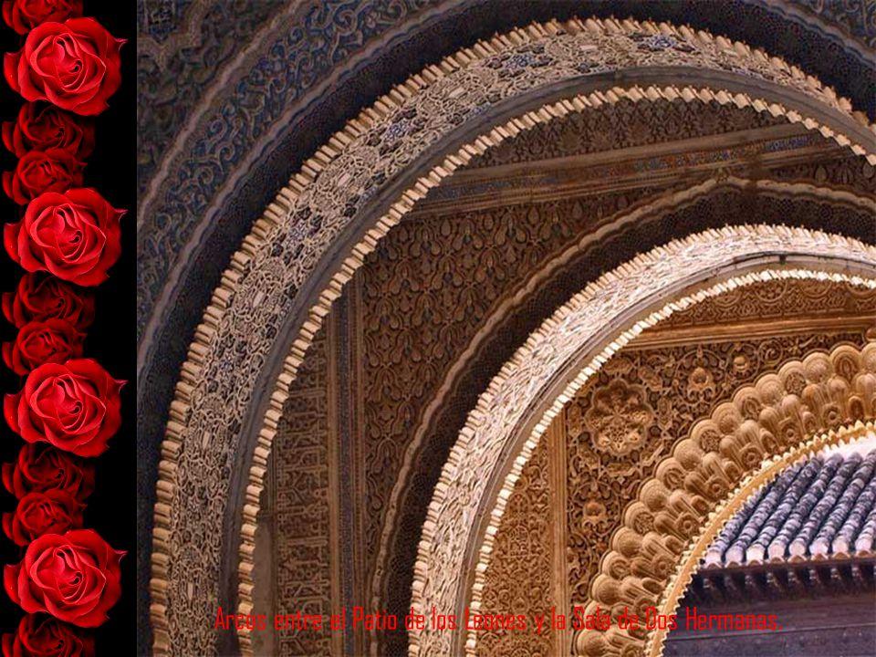 Arcos entre el Patio de los Leones y la Sala de Dos Hermanas.
