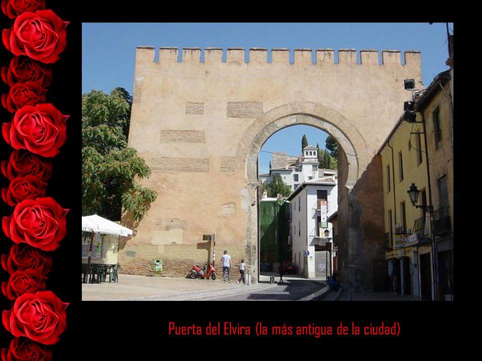 Puerta del Elvira (la más antigua de la ciudad)