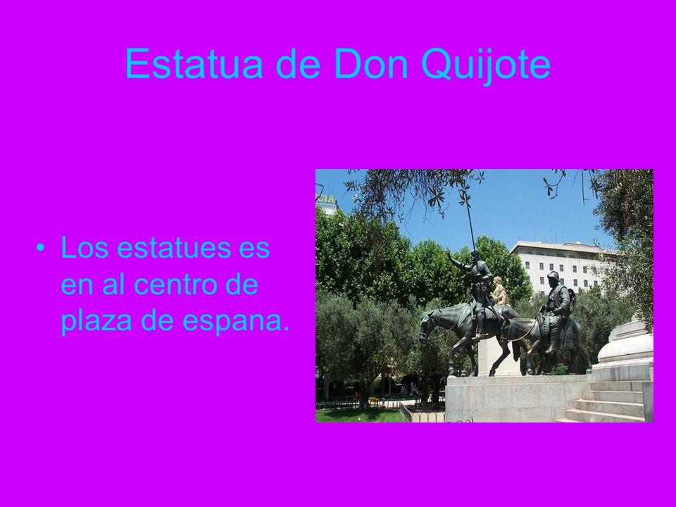 Estatua de Don Quijote Los estatues es en al centro de plaza de espana.