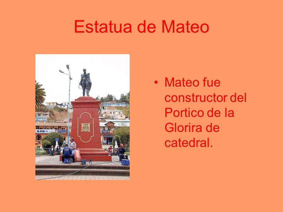 Estatua de Mateo Mateo fue constructor del Portico de la Glorira de catedral.