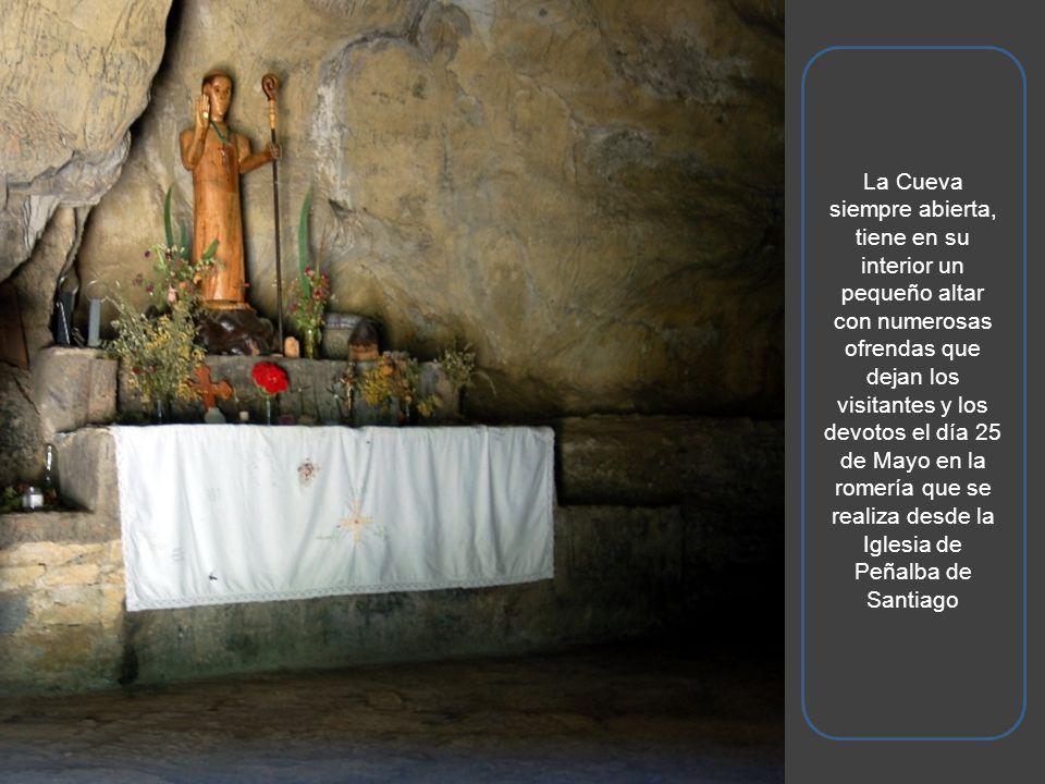 La Cueva siempre abierta, tiene en su interior un pequeño altar con numerosas ofrendas que dejan los visitantes y los devotos el día 25 de Mayo en la romería que se realiza desde la Iglesia de Peñalba de Santiago