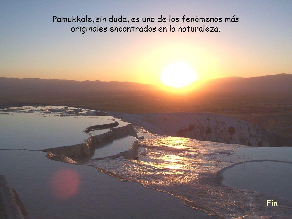 Pamukkale, sin duda, es uno de los fenómenos más originales encontrados en la naturaleza.