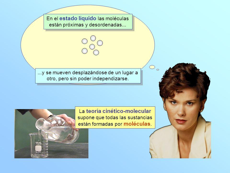 En el estado líquido las moléculas están próximas y desordenadas...