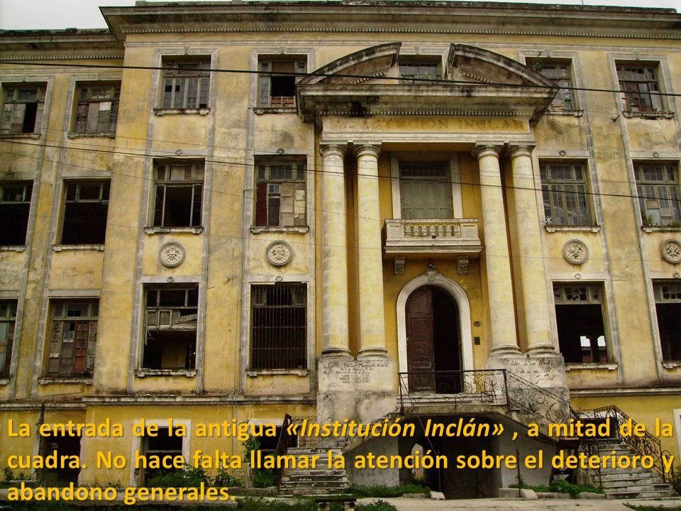 La entrada de la antigua «Institución Inclán» , a mitad de la cuadra