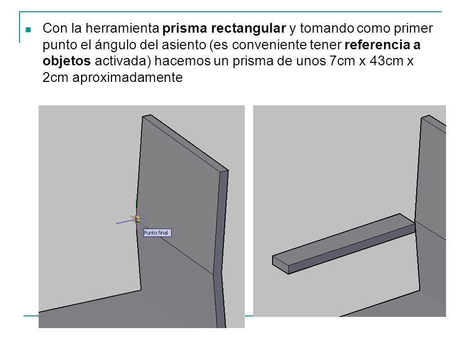 Con la herramienta prisma rectangular y tomando como primer punto el ángulo del asiento (es conveniente tener referencia a objetos activada) hacemos un prisma de unos 7cm x 43cm x 2cm aproximadamente