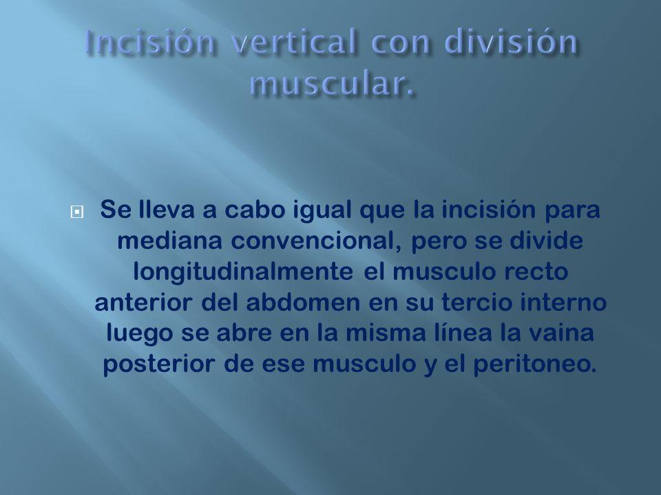 Incisión vertical con división muscular.
