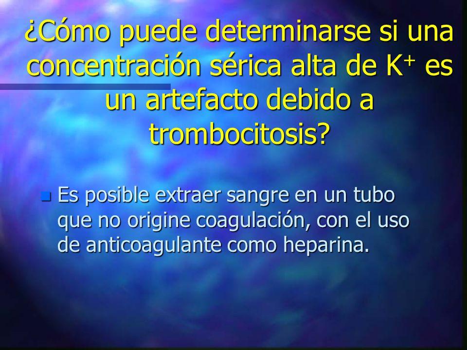 ¿Cómo puede determinarse si una concentración sérica alta de K+ es un artefacto debido a trombocitosis