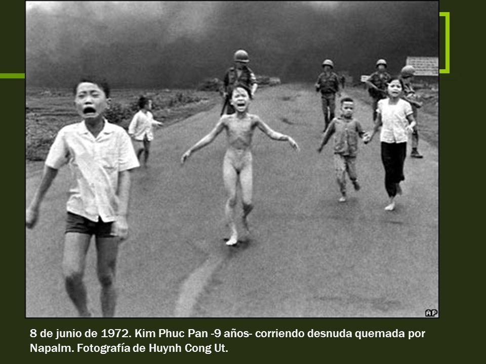 8 de junio de 1972. Kim Phuc Pan -9 años- corriendo desnuda quemada por Napalm.