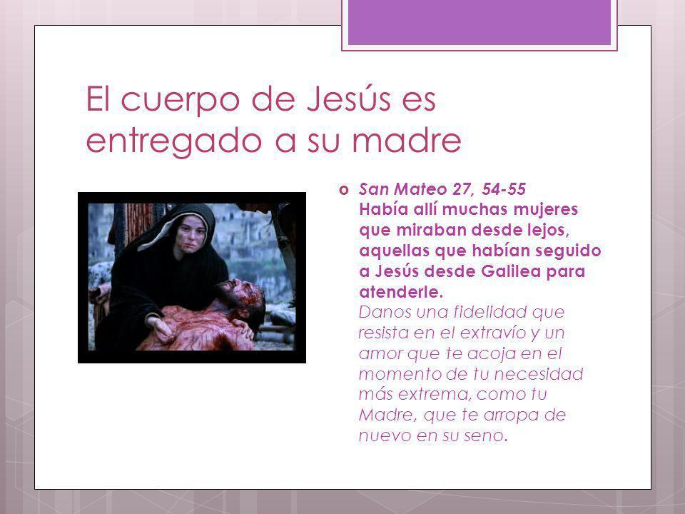 El cuerpo de Jesús es entregado a su madre