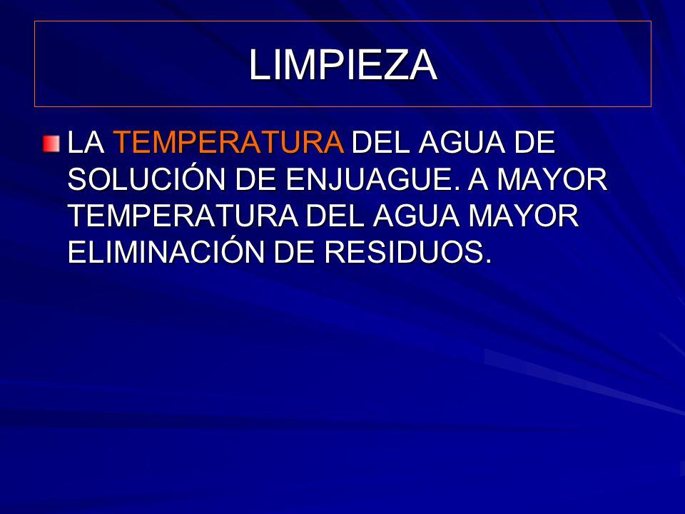 LIMPIEZA LA TEMPERATURA DEL AGUA DE SOLUCIÓN DE ENJUAGUE.