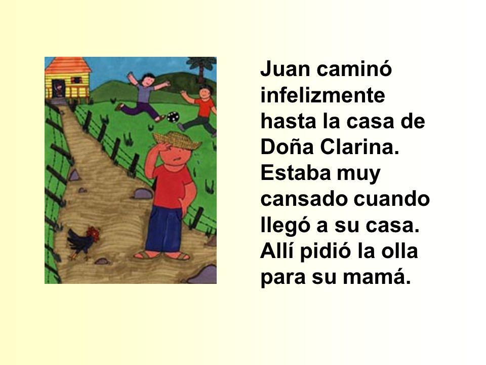Juan caminó infelizmente hasta la casa de Doña Clarina