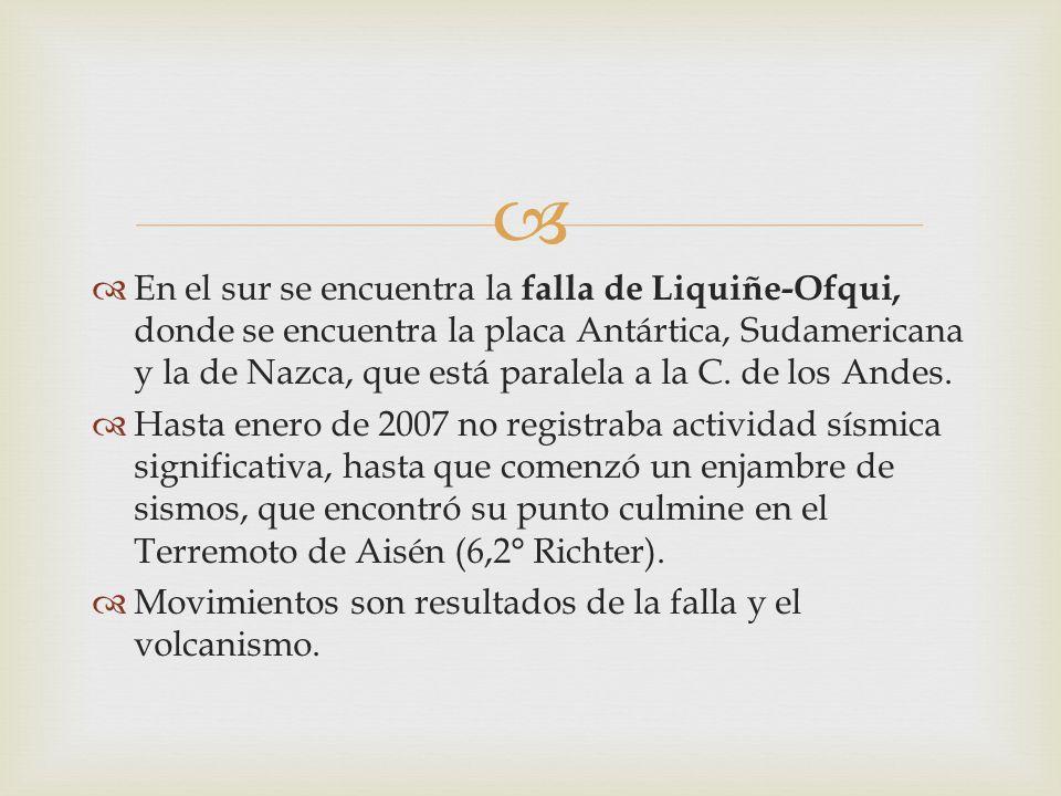 En el sur se encuentra la falla de Liquiñe-Ofqui, donde se encuentra la placa Antártica, Sudamericana y la de Nazca, que está paralela a la C. de los Andes.