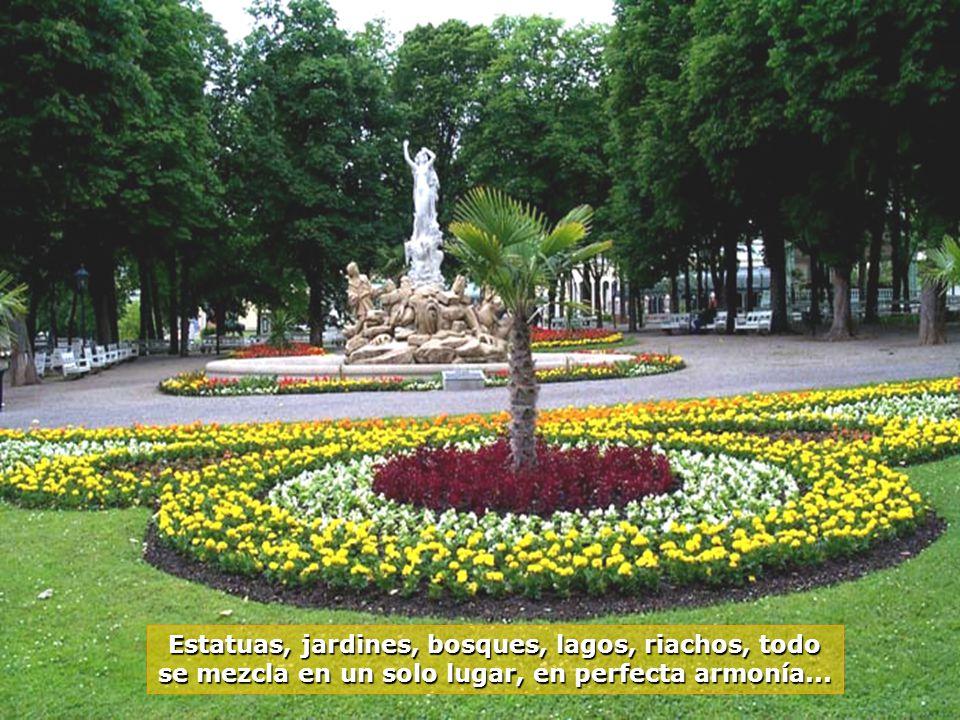 Estatuas, jardines, bosques, lagos, riachos, todo se mezcla en un solo lugar, en perfecta armonía...