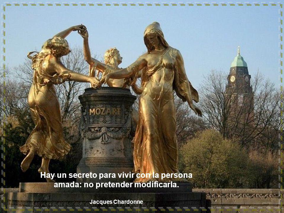 Hay un secreto para vivir con la persona amada: no pretender modificarla.