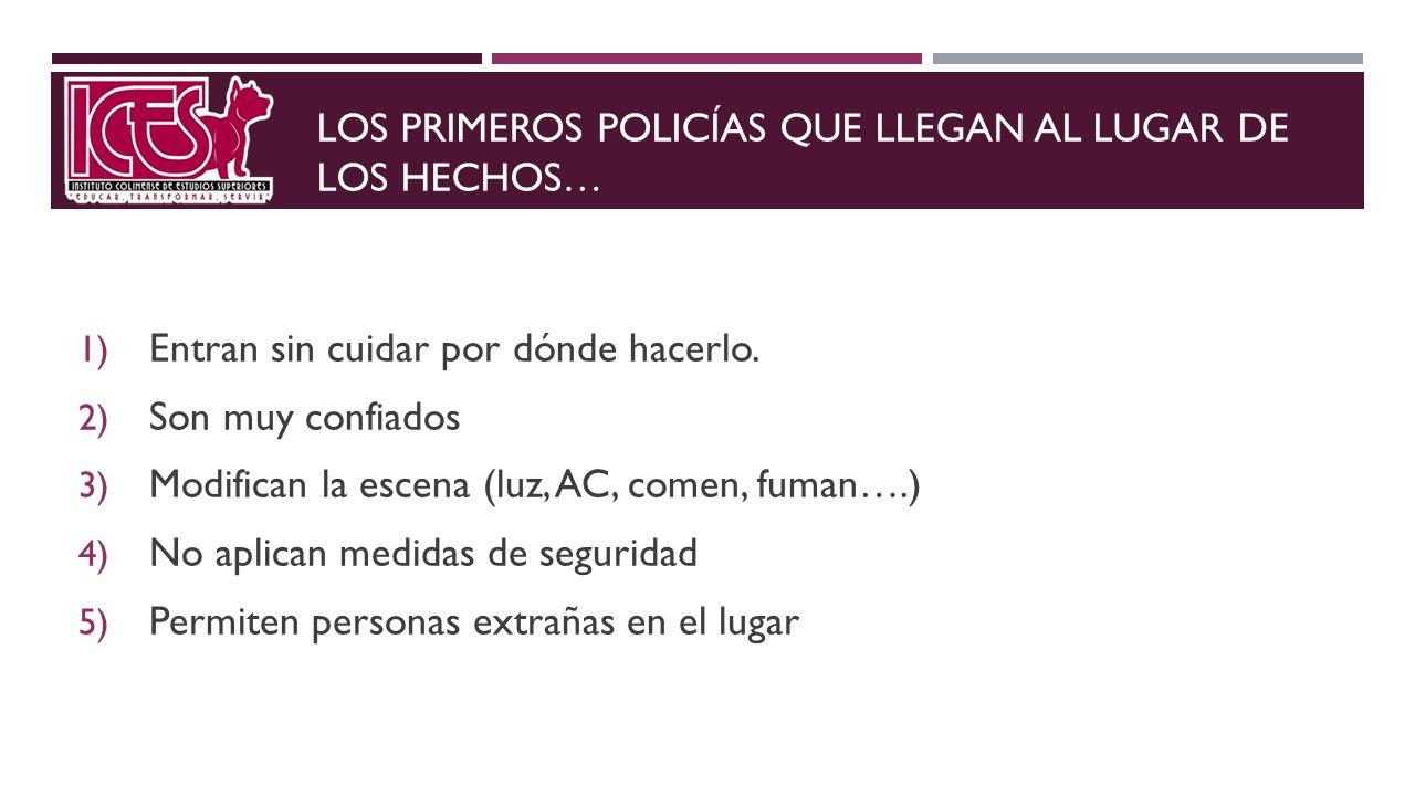 LOS PRIMEROS POLICÍAS QUE LLEGAN AL LUGAR DE LOS HECHOS…