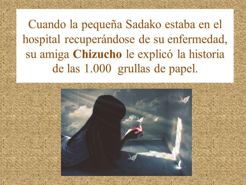 Cuando la pequeña Sadako estaba en el hospital recuperándose de su enfermedad, su amiga Chizucho le explicó la historia de las 1.000 grullas de papel.