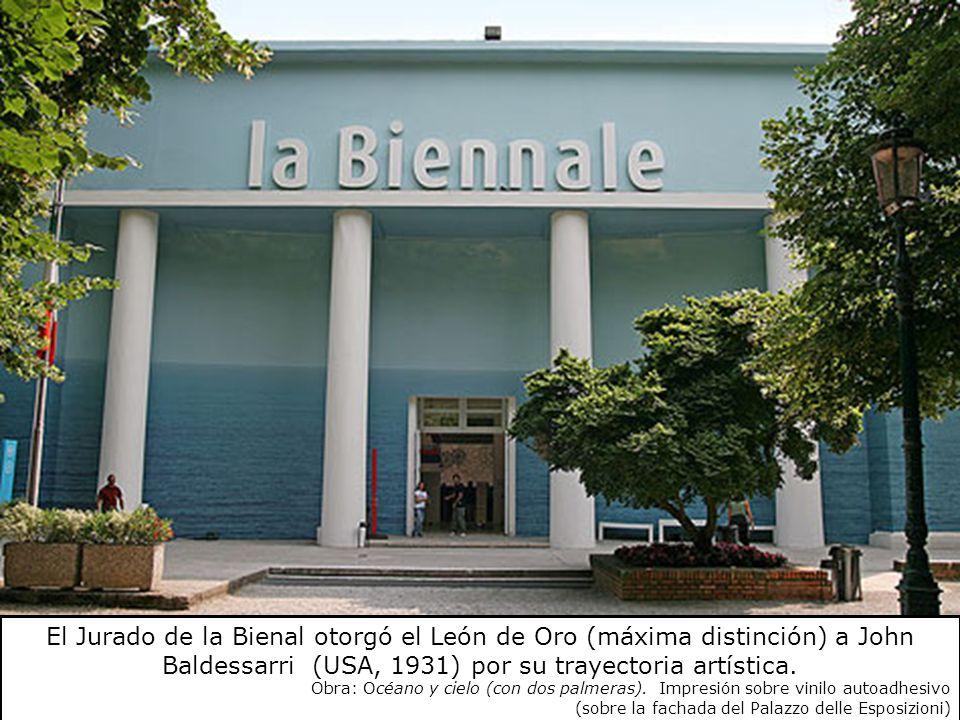 El Jurado de la Bienal otorgó el León de Oro (máxima distinción) a John Baldessarri (USA, 1931) por su trayectoria artística.
